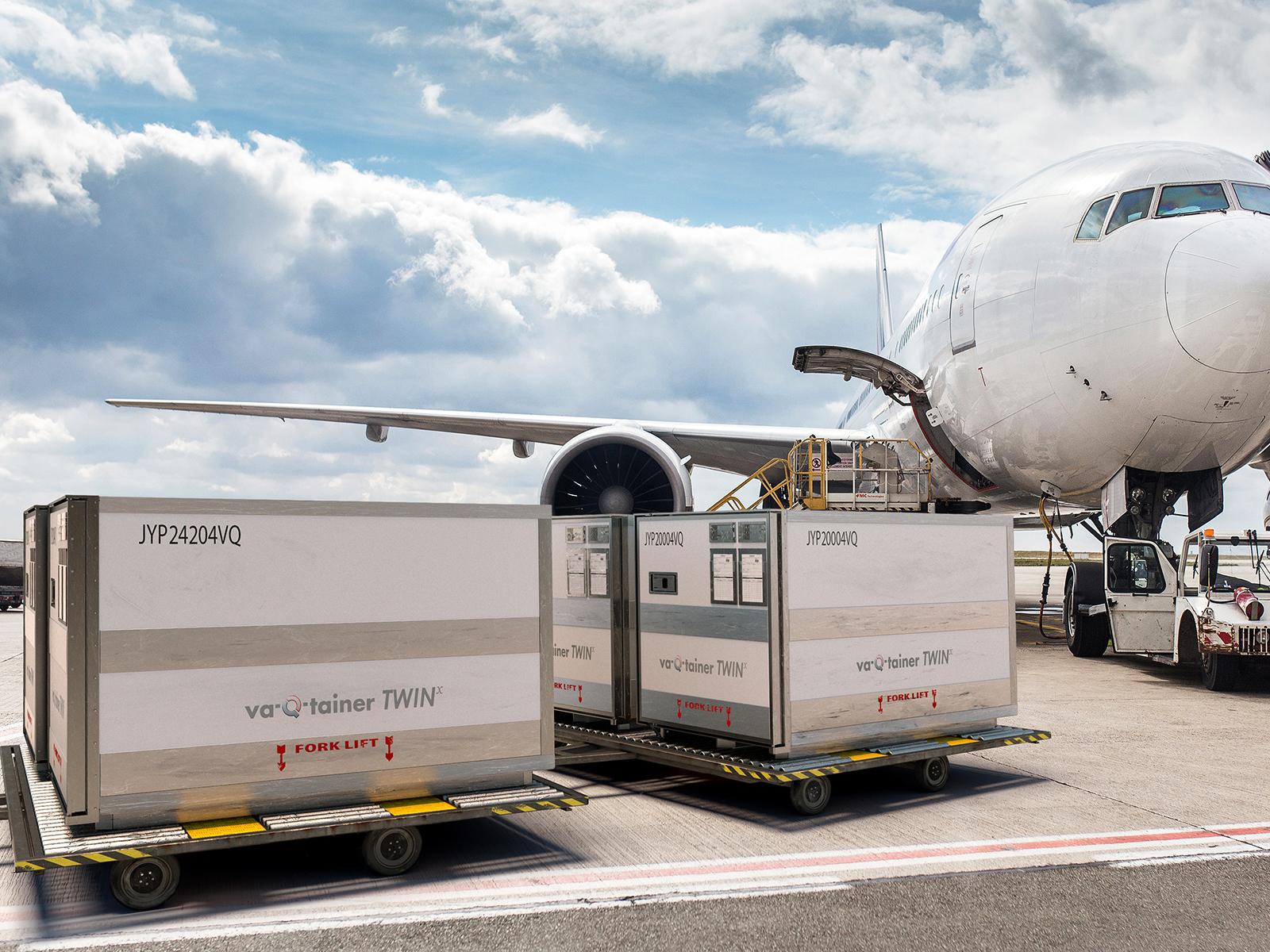 3d Rendering von Transport-Containern am Airport auf dem Rollfeld